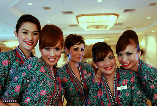 Best Airlines To Fly: Malaysia Airlines Cabin Crew